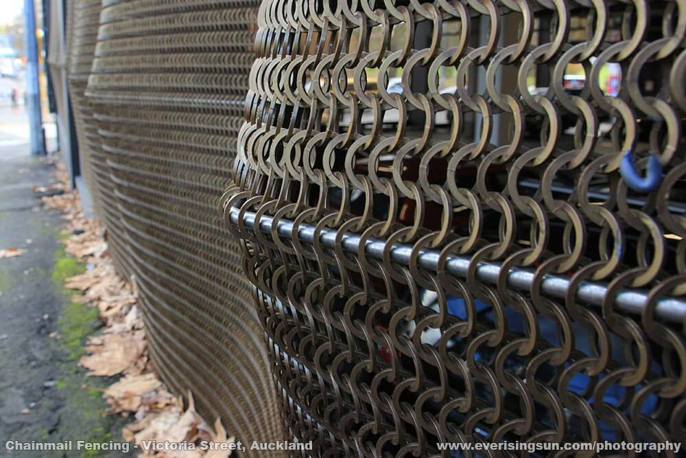 Chainmail Fencing on Victoria Street, Auckland | Everisingsun Photography
